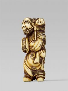 An ivory netsuke of a bearded foreigner with a child. Early 19th century, Auktion 1092 Asiatische Kunst I Indien, Südostasien und Japan, Lot 684