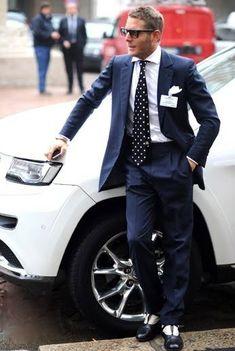 Lapo Elkann in Gucci (? Gentleman Mode, Dapper Gentleman, Gentleman Style, Best Dressed Man, Sharp Dressed Man, Well Dressed, Only Fashion, Suit Fashion, Mens Fashion