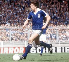 Paul Mariner on the attack for Ipswich at Wembley