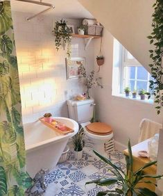 DIY tips the help reglazing your bath tub Dream Home Design, My Dream Home, Dream Apartment, Aesthetic Room Decor, Dream Rooms, My New Room, House Rooms, Future House, White Bathrooms