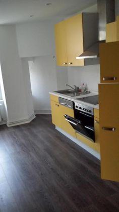 Eine Coole, Gelbe Küche! Farbe Ist Immer Beliebt In Ansonten Weißen Räumen,  Wie