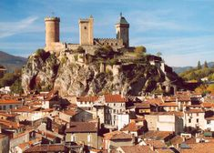 The spectacular castle of Foix proudly dominates the city with its three 30 meters high ornated towers.