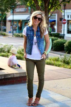 Looks Inspiração: Look Colete Jeans + Skinny Verde