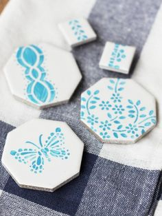 Ceramic tiles (super cheap at the hardware store!) morph into pretty fridge magnets. #crafts #diy #31crafts31days