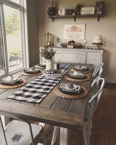 Small Kitchen Diner, Classic Kitchen, Kitchen Dining, Warm Dining Room, Farmhouse Dining Room Table, Dining Sets, Small Dining, Rustic Table, Buffet Table Ideas Decor Dining Rooms