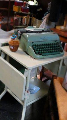 Love typewriters Boutique Store Displays, Boutique Stores, Typewriters, Clothing Boutiques, Typewriter