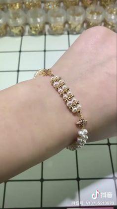 Diy Bracelets Patterns, Diy Bracelets Easy, Handmade Bracelets, Handmade Wire Jewelry, Diy Crafts Jewelry, Bracelet Crafts, Bead Jewellery, Beaded Jewelry, Homemade Jewelry