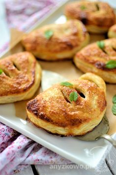 French pockets with apples and raisins