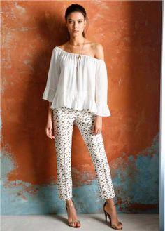 I want these pants! Sensual, Off Shoulder Blouse, Ideias Fashion, Capri Pants, Dress Up, Chic, Sweaters, Women, Summer