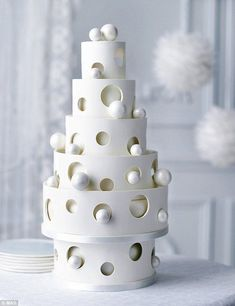 The wedding cake trends EVERY bride and groom needs to know about - For lovebirds looking for unique statements in elegance and simplicity, M&S' bauble chocola - Amazing Wedding Cakes, White Wedding Cakes, Unique Wedding Cakes, Unique Cakes, Wedding Cake Designs, Creative Cakes, Wedding Cake Toppers, Amazing Cakes, Elegant Cakes