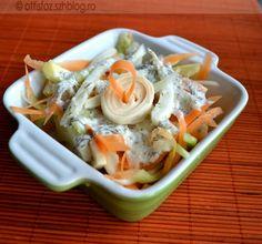 Néhány hete készítettem, épp ideje bejegyezni, hiszen még a végén feledésbe merül, hogy ilyent is ettünk :). Barátkozom az édesköménnyel még mindig, nagyon hasonlít az íze a zellerre, salátába is finom! Tavaszias édeskömény saláta Hozzávalók: 1 közepes édeskömény, 1 közepes sárgarépa, 1 zöld alma, fél rúd kígyó uborka, 1,5 dl joghurt, 1 marék kapor, 2… Healthy Meals, Healthy Recipes, Salads, Food And Drink, Clean Eating, Healthy Eating Recipes, Healthy Lunches, Healthy Food Recipes, Clean Eating Meals