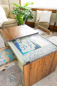 Puzzle table for the game room Diy Coffee Table, Diy Table, Diy Storage Table, Unique Coffee Table, Coffee Table Hidden Storage, Coffee Table Makeover, Deco Gamer, Diy Home Decor, Room Decor