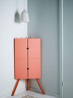 Meuble d'angle Ikea à la couleur pastel