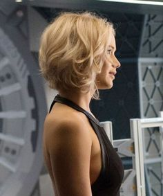 There's a major problem with Jennifer Lawrence's hair in the New Passengers movie trailer