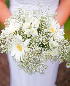 Sweet and simple, baby's breath and daisies!