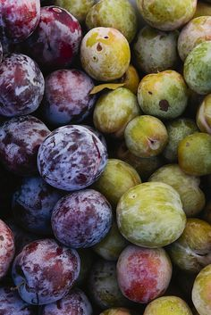 plums and fruit Fruit And Veg, Fruits And Vegetables, Fresh Fruit, Plum Fruit, Organic Vegetables, Vegetables Photography, Fruit Photography, Photography Ideas, Tutti Frutti