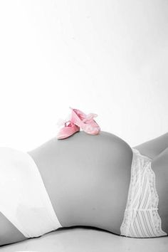 Baby belly simply black and white - Babybauch - Pregnancy Photos Foto Baby, Maternity Poses, Studio Maternity Photos, Maternity Outfits, Baby Bumps, Newborn Photos, Baby Pictures, Baby Bump Photos, Cute Pregnancy Photos