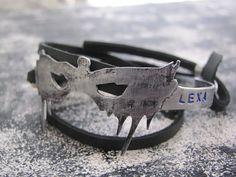 Bracelet the 100 tv. lexa. Bracelet wriped 2-3 times.  Bracelet -the plate and…