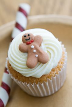 Decorate your #DuncanHines Signature Spice Cake mix cupcakes with mini gingerbread men.