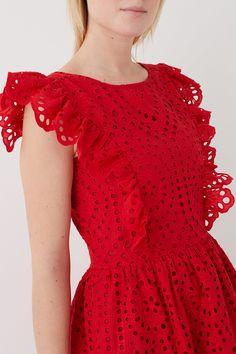 Robe en broderie anglaise : Robe Margareth Dress Design Patterns, Dress Neck Designs, Blouse Designs, Cute Fashion, Skirt Fashion, Fashion Outfits, Cute Dresses, Beautiful Dresses, Casual Dresses