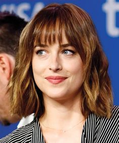 Bob Hairstyles are the Most Demanding Hairstyles for Women. Here are Most Trending Bob Hairstyles for Women in 2018 providing a trendy look. Bob Hairstyles 2018 are Best Hairstyles on Round Faces and Long Faces. Bangs With Medium Hair, Medium Hair Cuts, Medium Hair Styles, Short Hair Styles, Bob Hairstyles 2018, Hairstyles With Bangs, Cool Hairstyles, Gorgeous Hairstyles, Female Hairstyles
