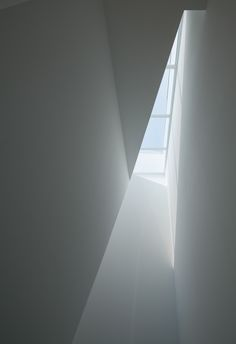 House in Tamatsu, Architect : Kenji Ido, Location : Osaka, Japan, Photo : Yohei Sasakura Luz Natural, Contemporary Architecture, Interior Architecture, Meditation, Family House Plans, Yanko Design, Photo Lighting, Minimalist Interior, Light And Shadow