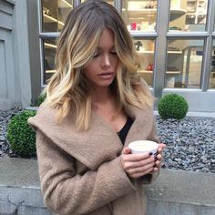 You might have heard the old expression about your hair being the crowning glory of your appearance. Either way, if you are looking for tips on how to style wavy hair, it is because yo… Medium Hair Cuts, Medium Hair Styles, Short Hair Styles, Medium Length Ombre Hair, Medium Length Waves, Medium Length Cuts, Hair 2018, Great Hair, Hair Day