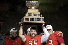 Le Rouge et Or remporte la Coupe Vanier Calgary, Football, Wrestling, Sports, Movies, Movie Posters, Red, City, Soccer