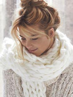 dustjacketattic: chunky knit scarf & messy updo