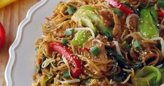 Chow Mein, Chow Chow, Mie Goreng, Thai Recipes, Main Meals, Japchae, Food And Drink, Asian, Cooking