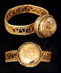 ROMAN GOLD RING   III-IV c. A.D.