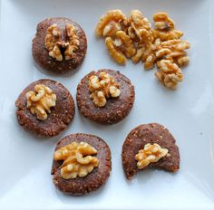 Great treat for when you need a pick me up. You can use coconut sugar instead of agave or honey and add raw cacao pieces instead of processed chocolate.