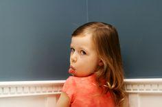 Reflexões sobre o cantinho do castigo, broncas e afins. Qual é o melhor modo de educar as crianças?