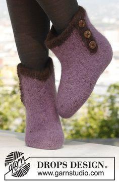 Socks & Slippers - Free knitting patterns and crochet patterns by DROPS Design Drops Design, Knit Slippers Free Pattern, Knitted Slippers, Knitting Patterns Free, Free Knitting, Crochet Patterns, Felt Patterns, Magazine Drops, Felt Boots