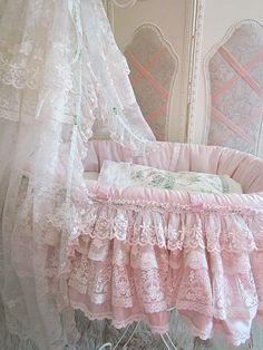 Marie Antoinette Baby Basket