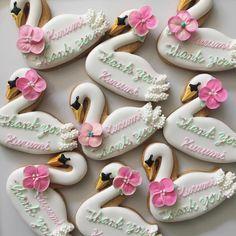 beautiful swan cookies Ballerina Birthday, Baby Birthday, 1st Birthday Parties, Distintivos Baby Shower, Baby Shower Parties, Order Cookies, Lake Party, Cake Pops, Bird Cakes