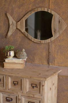 Já pensou em ter um #espelho na sala em formato de #peixe? Pode ser uma opção simples e delicada para decorar a #sala da casa da praia. #verao2014 #decoração #ficaadica