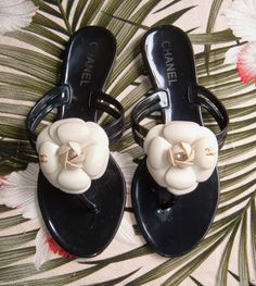 CHANEL Camellia Jelly Thong Flat Sandals Shoes 36 ITALY Black/Cream CC Rubber  #CHANEL #FlipFlops