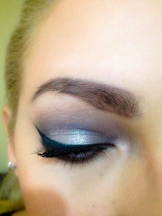 Make up in silver-blue colours
