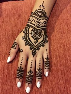 of the most popular cool Henna tattoos designs this year Henna Art Designs, Bridal Henna Designs, Beautiful Henna Designs, Mehndi Designs For Hands, Simple Henna Designs, Henna Tattoo Hand Designs, Geometric Designs, Hena Designs, Design Tattoos