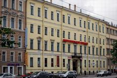 Serpinska hotel. It is here that Dostoevsky settled in may 1837, 16-year-old first came to St. Petersburg. Though he lived here only a few days, but it was the first acquaintance of the writer with the main city of his life that occurred, in addition to everything else, and in white nights. Address:St. Petersburg, Moscow Avenue, 22|  http://petersburglike.ru/2013-11-15/10-adresov-dostoevskogo-v-peterburge/