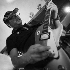 Pí @HarlaHorror en el @PortaCaeli #HarlaHorror #PortaCaeli #Valladolid #HardGarage #GarageRock #PunkGarage #Rock #Rock&Roll #HardRock #HighEnergy #PunkRock #Punk #Artista #Artist #Alternative #Concierto #Concert #Cantante #DutchAngle #Diversión #Depravación #Dolor #Escenario #EncuadreAberrante #Exhibition #FotografíaDeConciertos #Guitarra #Gente #Guitarrista #Guitar #Garage #GaragePunk #HeavyPunk #Heavy #InstrumentoDeCuerda #Interior #Instrumento #Juerga #KillerGuitar #KillerBand #LiveMusic…