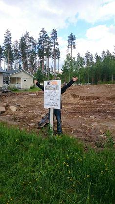 Tontilla tapahtuu. #Rakentaminen #maatyöt #työmaakyltti