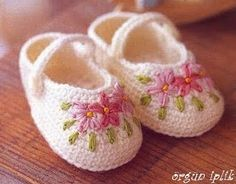 Sweet slippers w/lovely #embroidery #crochet