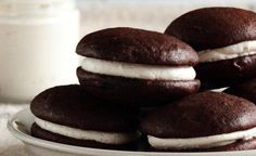 Alfajores de chocolate con relleno de malvaviscos