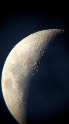 Мое первое астрофото. Луна 08.08.2016 20:47 SW BK P150750 EQ3, ув. 75, без фильтров, без обработки. Samsung Galaxy S5 mini, Levenhuk A10 Smartphone Adapter МО Истринский район