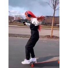 Beginner Skateboard, Skateboard Videos, Skateboard Deck Art, Skateboard Girl, Aesthetic Movies, Aesthetic Videos, Mini Cruiser, Long Skate, Longboard Design