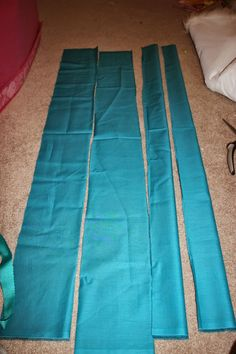 FLOTSAM & JETSAM URSULA'S POOPSIES    Tutorial              What you'll need:   5/8yd Dark Blue/Green Fabric for the Fins   1yd Light Bl...