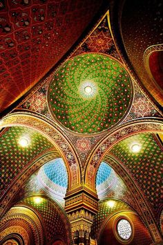Stunning details of The Spanish Synagogue in Prague. Enjoy photo collection by Bohemia Apartments Prague. Art Et Architecture, Beautiful Architecture, Beautiful Buildings, Architecture Details, Beautiful Places, Synagogue Architecture, Religious Architecture, Beautiful Life, Modern Buildings