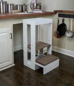 Use Pallet Wood Projects to Create Unique Home Decor Items – Hobby Is My Life Diy Wood Projects, Easy Projects, Woodworking Projects, Unique Home Decor, Home Decor Items, Learning Tower, Kitchen Helper, Kitchen Stools, Farmhouse Style Kitchen